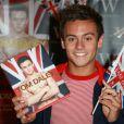 Tom Daley dédicace son livre My Story, à Londres, le 16 août 2012