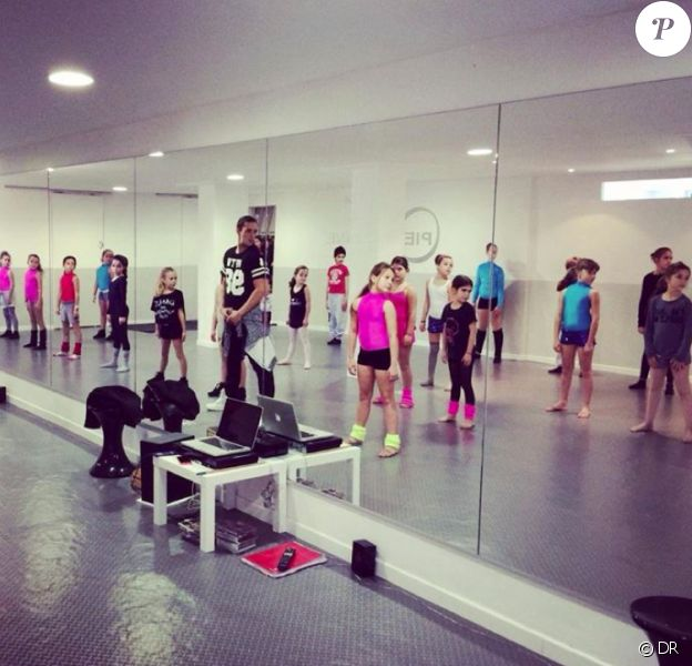 Alizée heureuse : son boyfriend Grégoire Lyonnet donne un cours de danse surprise à sa fille Annily et ses copines