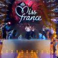 Défilé des 33 Miss régionales en compétition en maillot de bain sur le thème Blanche-Neige lors de l'élection Miss France 2014 sur TF1, en direct de Dijon, le samedi 7 décembre 2013