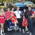 Mollee Gray, Garrett Clayton, Maia Mitchell, Ross Lynch, Grace Phipps, John DeLuca de Teen Beach Movie lors de l'enregistrement du show Disney Parks Christmas Day Parade à Los Angeles, novembre 2013.