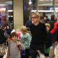 Exclusif - Sharon Stone et ses trois enfants Roan, Quinn, et Laird arrivent à l'aéroport d'Orly en provenance de Marrakech, le 30 novembre 2013.