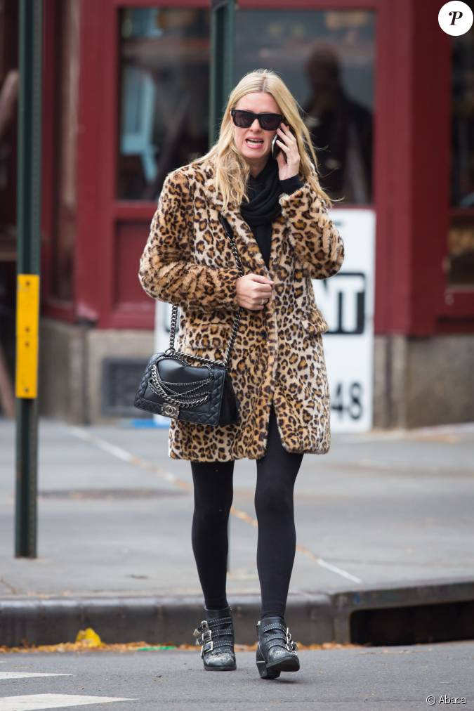 nicky hilton de sortie new york porte un manteau l opard un sac chanel mod le boy. Black Bedroom Furniture Sets. Home Design Ideas