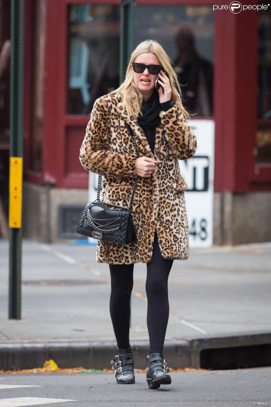 nicky hilton de sortie new york porte un manteau. Black Bedroom Furniture Sets. Home Design Ideas