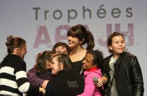 Nolwenn Leroy, toujours aussi populaire, illumine les 9e Trophées APAJH