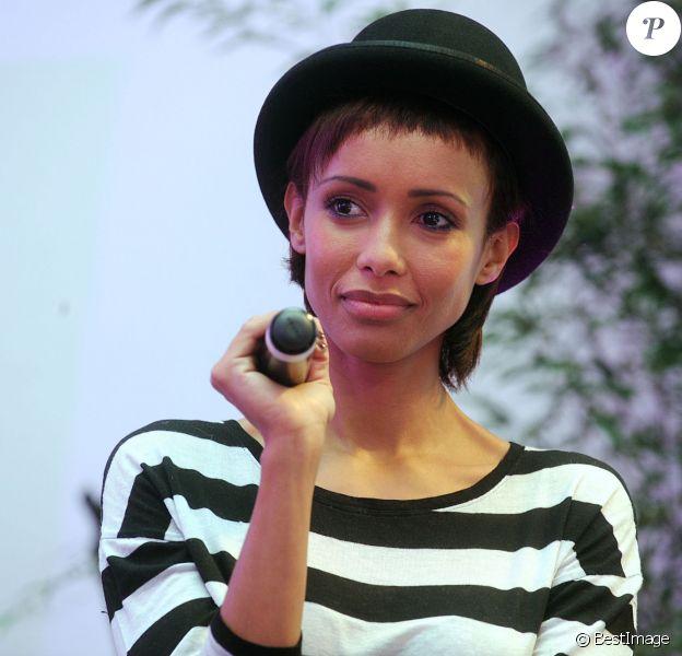 """Exclusif - Sonia Rolland lors de la 2e édition du """"Spot des e-Fluent Mums"""", le salon des parents blogueurs, à l'espace Richelieu. Paris, le 4 décembre 2013."""