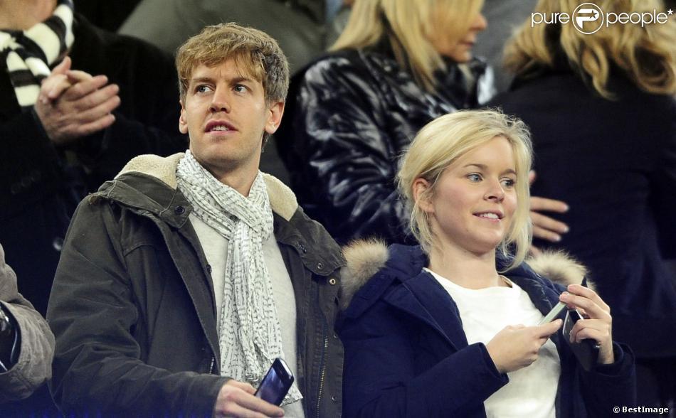 Sebastian Vettel et sa compagne Hanna Prater lors du match entre le FC Barcelone et Valence le 19 février 2012 au Camp Nou de Barcelone