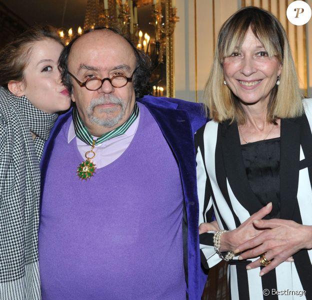 Jean Michel Ribes, sa fille Alexie et sa femme Sydney lors de la cérémonie de remise des insignes de Commandeur des Arts et des Lettres à Jean-Michel Ribes au ministère de la Culture et de la Commmunication à Paris. Le 10 décembre 2013.