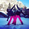 Les belles Laury Thilleman et Laurie Cholewa s'éclatent dans la station de ski de Val d'Isère.