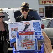 Gwen Stefani : Enceinte et souriante pour son shopping de Noël