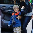 Levi - Matthew McConaughey et Camila Alves se promènent avec leurs enfants Levi et Vida à New York le 18 décembre 2013.