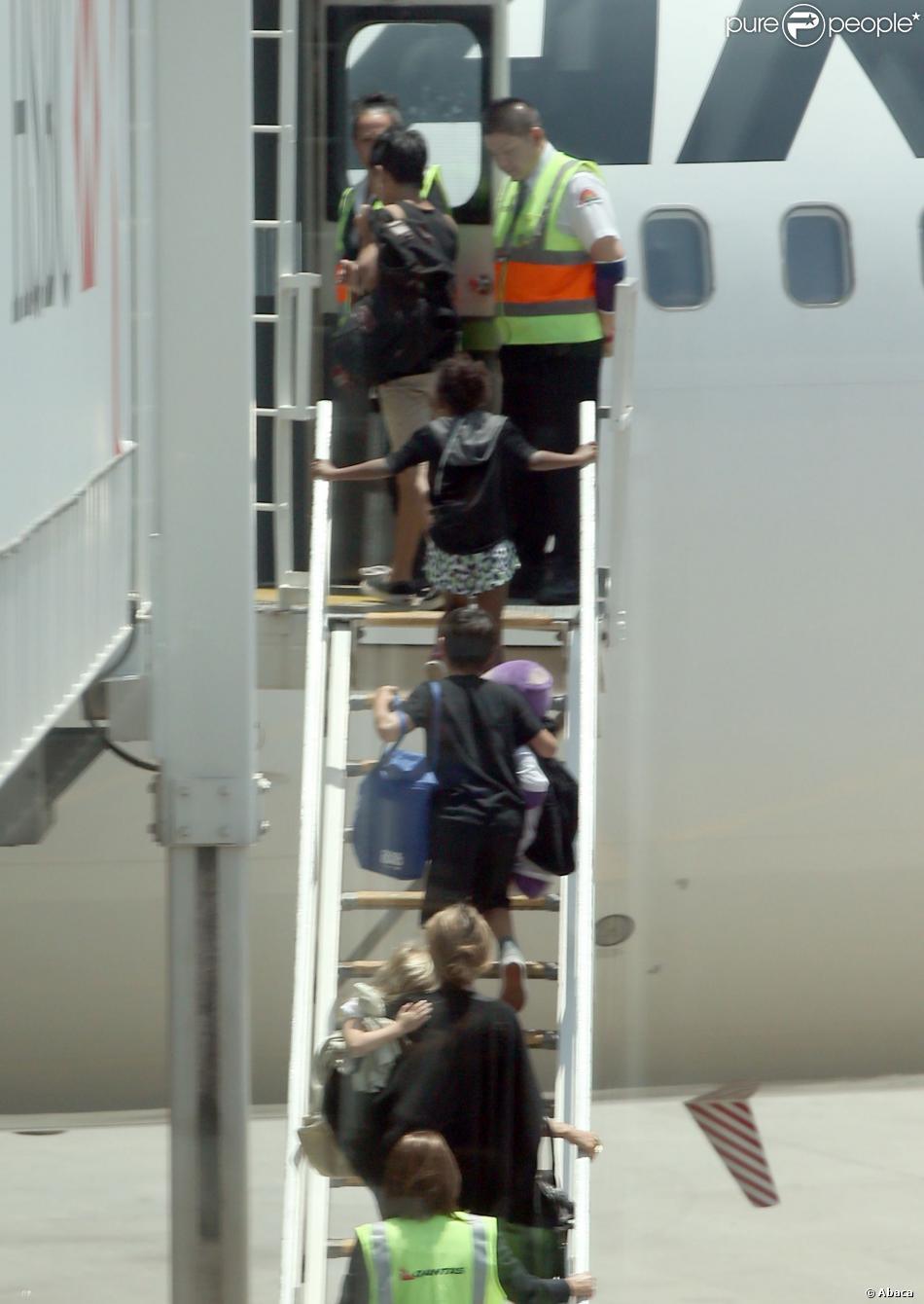 Angelina Jolie part avec ses six enfants en vacances et quitte Sydney, le 21 décembre 2013.