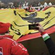 Les fans de Michael Schumacher et de la Scuderia Ferrari s'étaient donné rendez-vous devant le CHU de Grenoble où est hospitalisé le pilote allemand, le 3 janvier 2014, à l'occasion de l'anniversaire de Schumi