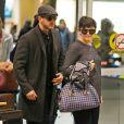 Ginnifer Goodwin (enceinte) avec son fiancé Josh Dallas à l'aéroport de Vancouver, le 5 janvier 2014.