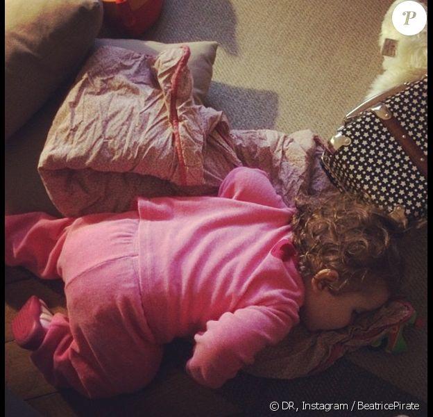La petite Romy, 16 mois, fille de la chanteuse Coeur de Pirate.