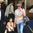 Katherine Heigl et sa fille Naleigh arrivent à l'aéroport LAX de Los Angeles, le 8 janvier 2014.