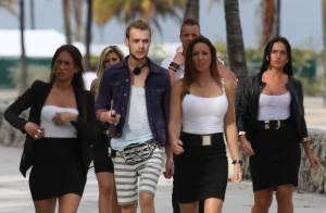 Giuseppe : Veste rose fluo et voiture de luxe, il frime à Miami pour son show