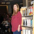 Drew Barrymore, enceinte de son second enfant, lors de la dédicace de son livre 'Find It In Everything' à Los Angeles le 15 janvier 2014