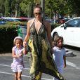 Jennifer Lopez avec ses enfants Max et Emme à Calabasas, le 14 septembre 2013.