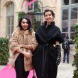 Maria Sbisa' et la créatrice de bijoux Osanna Visconti di Modrone au défilé Schiaparelli Haute couture printemps-été 2014 à Paris, le 20 janvier 2014.