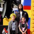 Travis Barker en famille lors de l'avant-première de Lego Movie à Los Angeles, le 1er février 2014.