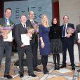 La princesse Mary de Danemark et la ministre Sofie Carsten Nielsen entourées des lauréats à la glyptothèque de Copenhague le 6 février 2014 pour la remise du Prix de la Recherche Elite.