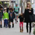 Heidi Klum va chercher ses enfants Leni, Henri, Johan et Lou a leur cours de gym avant d'aller prendre un petit-déjeuner à Beverly Hills, le 9 février 2014.