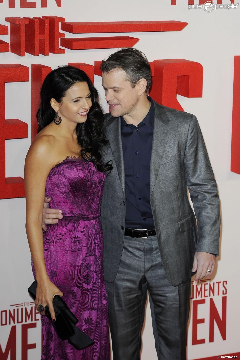"""Matt Damon et sa femme Luciana Barroso lors de la première du film """"The Monuments Men"""" à Londres, le 11 février 2014."""