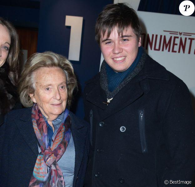 """Bernadette Chirac et Mattéo, le fils de David Douillet à l'avant-première du film """"Monuments men"""" à l'UGC Normandie sur les Champs-Elysées à Paris le 12 février 2014."""