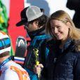 Bode Miller et sa souriante Morgan Beck après l'épreuve du Super Combiné aux Jeux olympiques de Sotchi au Rosa Khutor Alpine Center de Sochi, le 13 février 2014