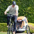 Chris Hemsworth emmène sa fille India faire du vélo à Malibu, Los Angeles, le 19 février 2014.