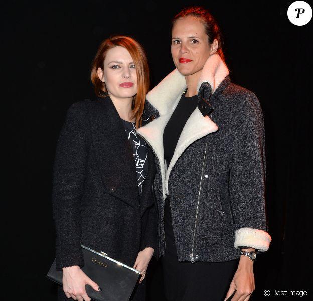 """Elodie Frégé et Laure Manaudou arrivent au défilé de mode """"Guy Laroche"""", collection prêt-à-porter Automne-Hiver 2014/2015, au Grand Palais à Paris. Le 26 février 2014"""
