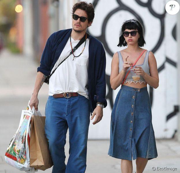 Exclusif - Katy Perry et son petit ami John Mayer se baladent et font du shopping à Hollywood, le 16 février 2014.