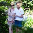Anne Hathaway et son mari se détendent pendent leurs vacances à Miami, le 9 mars 2014.