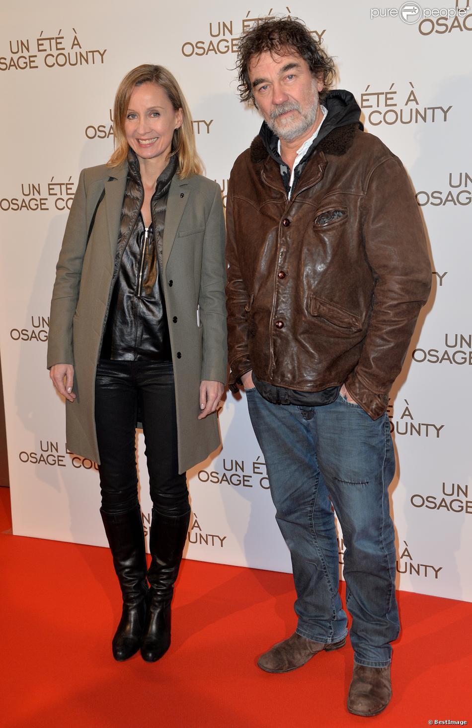 """Olivier Marchal et sa femme Catherine lors de l'avant-première du film """"Un été à Osage County"""" à l'UGC Normandie à Paris, le 13 février 2014"""