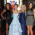 """Melanie B, Geri Halliwell, Emma Bunton et Melanie C sur le tapis rouge de la première de la comédie musicale """"Viva Forever"""" à Londres, le 11 décembre 2012."""