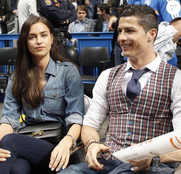 Irina Shayk n'avait pas l'air ravie en accompagnant son homme Cristiano Ronaldo au match de basket en Euroligue entre le Real Madrid et le CSKA Moscou, le 20 mars 2014 au Palais des Sports de Madrid