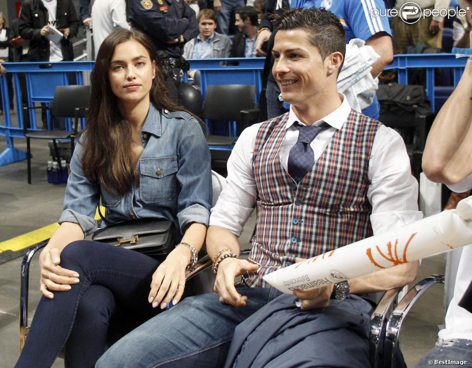 Irina Shayk n'avait pas l'air ravie en accompagnant son homme Cristiano Ronaldo au match de basket en Euroligue entre le Real Madrid et le CSKA Moscou, le 20 mars 2014 au Palais des Sports de Madrid