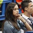 Irina Shayk avait perdu son sourrire au côté de son homme Cristiano Ronaldo au match de basket en Euroligue entre le Real Madrid et le CSKA Moscou, le 20 mars 2014 au Palais des Sports de Madrid