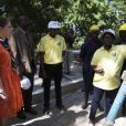 La princesse Victoria de Suède a rencontré la population et a visité les installations réalisées par l'organisation WaterAids à Dar es Salaam et Kigamboni, le 20 mars 2014. Grâce aux installations, la population peut avoir de l'eau potable. La princesse est en voyage officiel du 17 au 21 mars accompagnée de la ministre du commerce Ewa Bjorling au Ghana et ensuite en Tanzanie. Ce voyage a pour but d'améliorer les relations bilatérales avec le Ghana et la Tanzanie et augmenter le commerce entre la Suède et ces 2 pays. Elles rencontreront le président et le ministre du commerce de chacun des pays  WaterAids patron Crown Princess Victoria of Sweden flanked by Swedish Minister for Trade Ewa Bjorling visits Dar es Salaam and Kigamboni to see what difference WaterAids work makes and to meet people who have got better living with clean water and hygiene. Minister for Trade Ewa Bjorling and Crown Princess Victoria are on a joint promotional trip to Ghana and Tanzania on 17-21 March. The purpose of the visit is to further deepen the bilateral relations with Ghana and Tanzania, and to increase trade with both countries. Particular focus will be on young entrepreneurship. Crown Princess Victoria and Ewa Bjorling will meet the president and trade minister of each country.20/03/2014 - Dar es Salaam