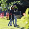 Exclusif - Mila Kunis et son petit ami Ashton Kutcher dans un parc à Los Angeles, le 1er décembre 2013