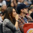 Mila Kunis et Ashton Kutcher lors du match opposant Detroit Pistons et Los Angeles Clippers, au Staples Center, Los Angeles, le samedi 22 mars 2014