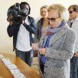 Bernadette Chirac vote le 25 septembre 2011 à la mairie de Sarran en Corrèze pour le premier tour des élections cantonales.