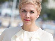 Maggie Gyllenhaal, métamorphosée : Elle devient blonde platine !