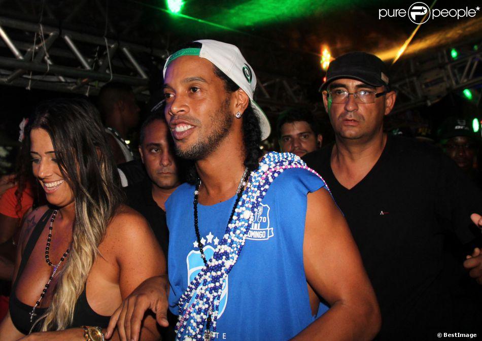 Le joueur de foot Ronaldinho Gaúcho lors du carnaval de Bahia au Brésil le 2 mars 2014.