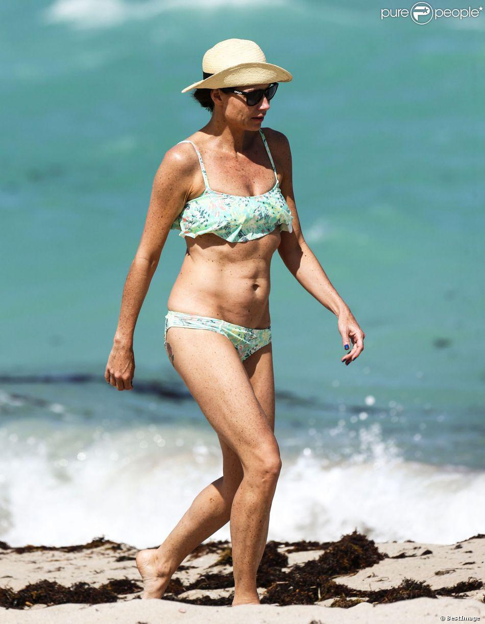 Minnie Driver sur la plage à Miami, le 8 avril 2014.