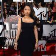 Nicki Minaj assiste aux MTV Movie Awards 2014 au Nokia Theatre L.A. Live, habillée d'une robe noire et de bracelets Alexander McQueen. Los Angeles, le 13 avril 2014.