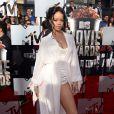 Rihanna assiste aux MTV Movie Awards 2014 au Nokia Theatre L.A. Live, habillée d'une robe et d'un body Ulyana Sergeenko (collection printemps-été 2014), et de sandales Manolo Blahnik. Los Angeles, le 13 avril 2014.