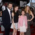 Judd Apatow, Leslie Mann et leurs deux filles Maud et Iris, assistent aux MTV Movie Awards 2014 au Nokia Theatre L.A. Live. Los Angeles, le 13 avril 2014.