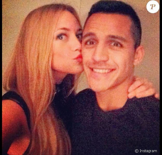 Alexis Sanchez avec sa compagneLaia Grassi
