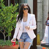 Kim Kardashian : Jean destroy et jambes à l'air pour la future mariée